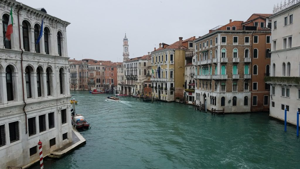 イタリア ヴェネツィア リアルト橋からみた景色